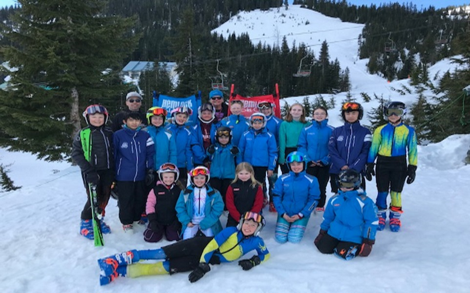 Members of the alpine racing program pose for group photo at Sasquatch Mountain